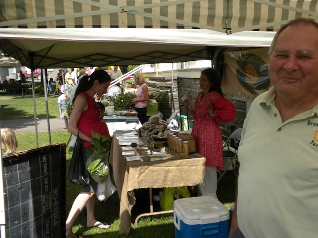 Franklin Farmers' Market - three vendors